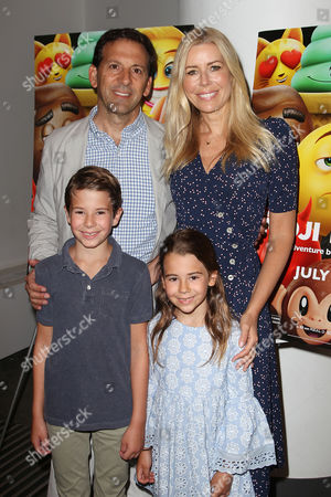 Reid Drescher and Aviva Drescher with children