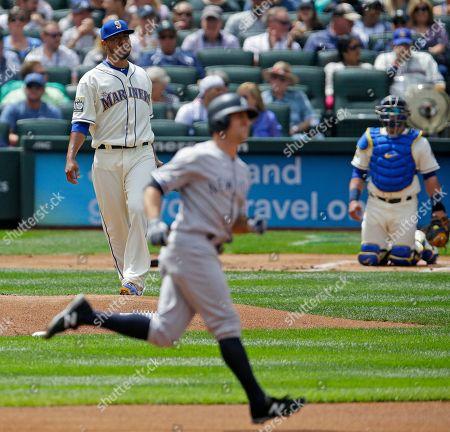 Brett Gardner Yovani Gallardo Seattle Mariners starting pitcher Yovani Gallardo, left, and catcher Carlos Ruiz watch as New York Yankees' Brett Gardner rounds the bases after he hit a lead-off home run in the first inning of a baseball game, in Seattle