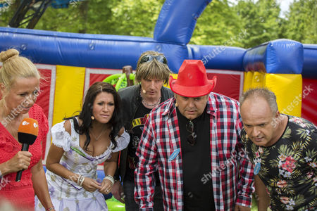 Zittern am Monitor mit beim Spiel Schaumparty:  Antonia aus Tirol, Mickie KrauseTim Toupet, Andrea Kiwi Kiewel and Markus Becker ....