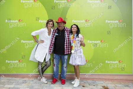 Anna-Maria Zimmermann (bürgerl. Anna-Maria Tegeler), Markus Becker and Antonia aus Tirol (bürgerl. Sandra Stumptner) ....