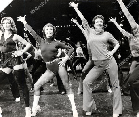 Musicals Chorus Line Picture Shows Centre (l-r) Petra Siniawski And New Star Of The Show Donna Mckechnie