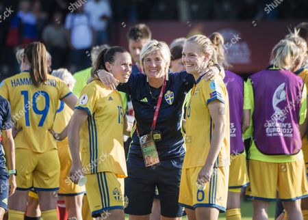 Jessica Samuelsson, Magdalena Eriksson, Lilie Persson  after the game