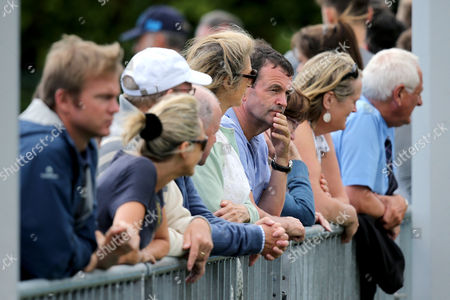 Simon Carr vs Hugo Grenier. A general view of the fans at court one