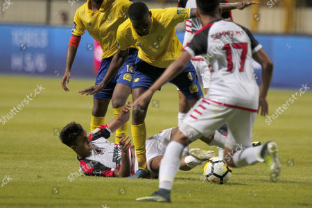 Al-Fath Union Sport player El Bahari (1-L) fights for the ball with Al Nassr player Omar Hawsawi (3-L) during the Arab Club Championship Group B soccer match between Al-Fath Union Sport and Al Nassr in Alexandria, Egypt, 26 July 2017.