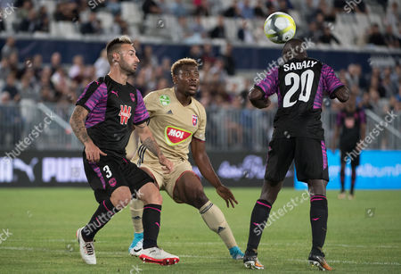 Diego Contento (L) and Youssouf Sabaly (R) of Bordeaux vie for the ball with Ezekiel Henry (C) of Videoton during the UEFA Europa League third qualifying round, first leg match between Girondins Bordeaux and Videoton FC , in Bordeaux, France, 27 July 2017.