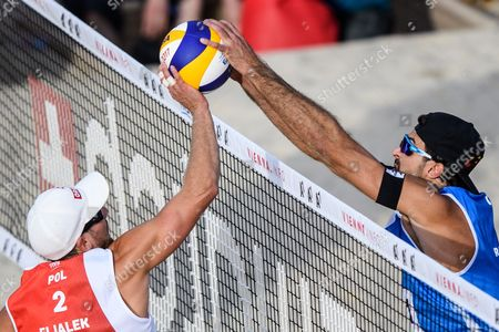 Grzegorz Fijaleka of Poland (L) in action against Alex Ranghieri of Italy (R) during their first round match of the Beach Volleyball World Championships 2017 at the Danube Island (Donauinsel) in Vienna, Austria, 28 July 2017.