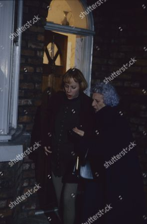 Sally Dynevor (as Sally Webster) and Jill Summers (as Phyllis Pearce)