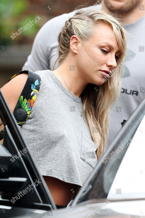Chloe Madeley in Primrose Hill for breakfast