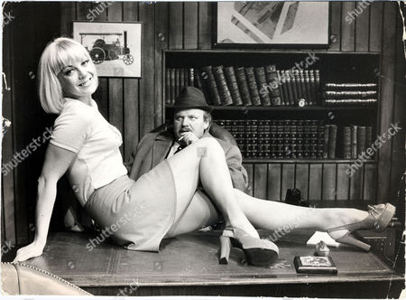 Aimi Macdonald Actress Pictured With Roy Kinnear During Rehearsals At St Martin's Theatre For The New Play Dead Easy.