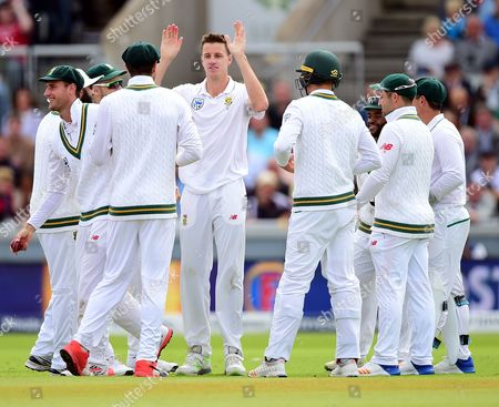 Morne Morkel celebrates the wicket of Alistair Cook