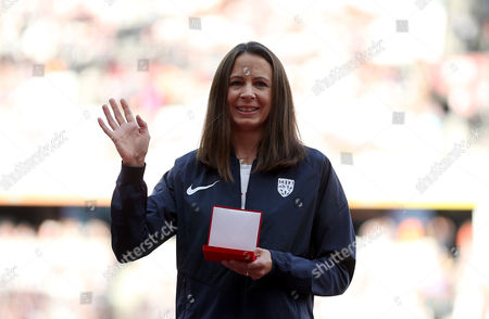 Joanne Pavey of Great Britain is awarded Bronze medals in the Women's 10,000m for Osaka 2007