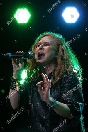 Carol Decker of T'Pau performs
