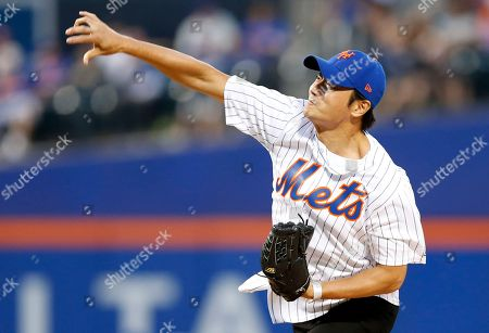 Jang Dong Gun South Korean actor Jang Dong-gun follows through after throwing out a ceremonial first pitch before a baseball game between the New York Mets and the Los Angeles Dodgers, in New York