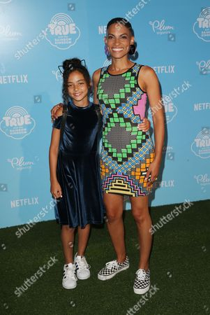 Goapele and daughter