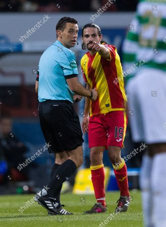 Ryan Edwards of Partick Thistle points out the blood on Jozo Simunovic of Celtic's jersey to Referee Andrew Dallas
