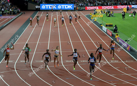 Daryll Neita of Great Britain comes 2nd as Tori Bowie of USA wins Gold in the Women's 4x100 meters relay finals