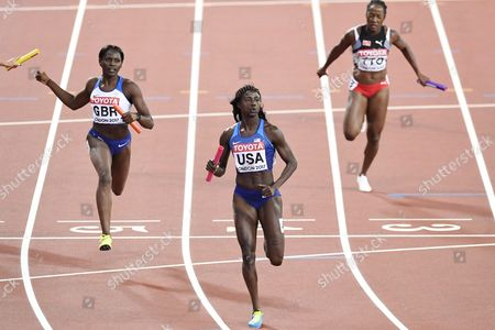 Anchor Tori Bowie of USA (middle) brings her contry to victory during the women's 4x100m relay final during the IAAF World Championships in Athletics in London, 12th August, 2017.