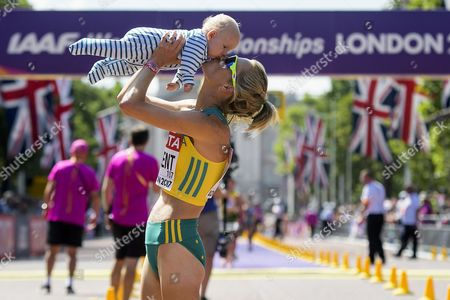 Claire Tallent from Australia celebrates with her baby after the 20km Race Walk Women at the  London 2017 IAAF World Championships in London, Britain, 13 August 2017.