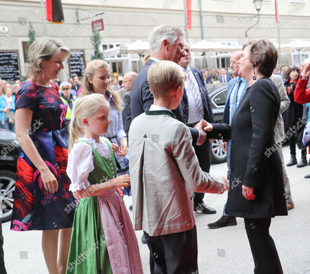 King Philippe, Queen Mathilde mit Kindern Elisabeth Therese, Gabriel Baudouin, Emanuel Leopold and Elonore Fabiola and Helga Rabl Stadler