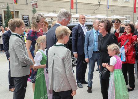 King Philippe, Queen Mathilde mit Kindern Elisabeth Therese, Gabriel Baudouin, Emanuel Leopold and Elonore Fabiola and Helga Rabl Stadler mit Enkelin