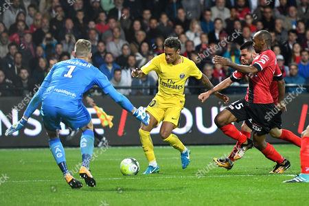 Paris Saint Germain's Neymar (C) in action against Guingamp's goalkeeper Karl-Johan Johnsson (L) during the French Ligue 1 soccer match between Guingamp (EAG) and Paris Saint Germain (PSG) at the Roudourou stadium in Guingamp, France, 13 August 2017.