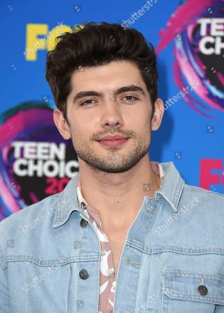 Carter Jenkins arrives at the Teen Choice Awards at the Galen Center, in Los Angeles