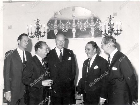 2nd Lord Rothermere Has Dinner With His Editors. L To R: Michael Randall (editor Of Daily Mail) David Hill (editor Of Weekend) Lord Rothermere Reg Willis (editor Of Evening News) Howard French (editor Of Daily Sketch). Esmond Cecil Harmsworth 2nd Viscount Rothermere (29 May 1898 12 July 1978).