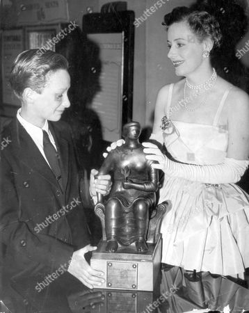 Irene Dunne Presenting A Bafta To John Howard Davies (the Boy That Played Oliver Twist) Who Is Accepting The Award On Behalf Of 10-year-old Enzo Staiola - Who Starred In The It Alian Film The Bicycle Thieves . John Howard Davies Died 22/8/2011.