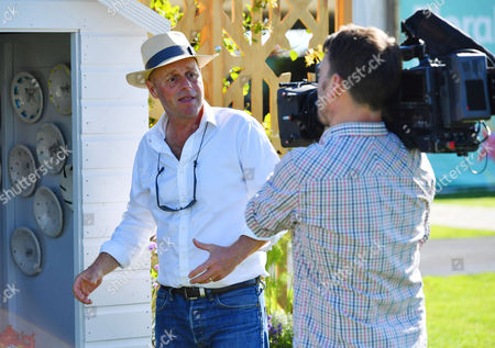 Joe Swift. Hot Weather Pictures - Joe Swift -rhs Flower Show Press Day At Tatton Park Cheshire.-.