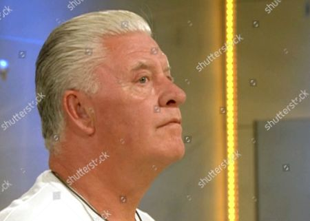Derek Acorah hears that Jemma sacrificed a letter from his wife in order to receive a letter from her sister