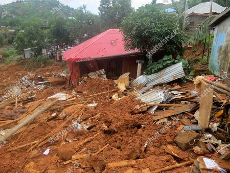 """Volunteers search for bodies from the scene of heavy flooding and mudslides in Regent, just outside of Sierra Leone's capital Freetown. Tuesday, Aug. 15, 2017. Survivors of deadly mudslides in Sierra Leone's capital are vividly describing the disaster as President Ernest Bai Koroma says the nation is in a """"state of grief"""