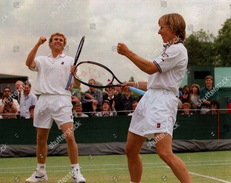 1996 John Stark And Martina Navratilova Celebrated Their Third Round Victory Over Ondruska And Kschwendt. Pkt5124-380247.