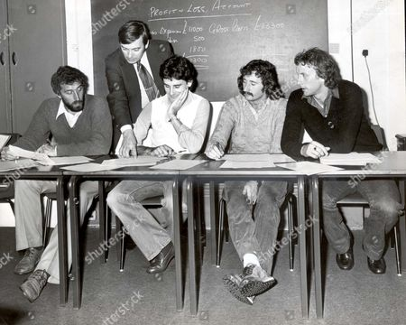 Tutor Tom (second Left) Teaches New Skills To Footballers (l-r) Martin Chivers John Gregory Gerry Ryan Amd Andy Rollings.