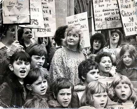 Erin Pizzey Campaigner Novelist And Founder Of The First Women's Shelters Pictured In 1976 Outside The High Court With Campaigners Battling To Keep Women's Shelters Open In Chiswick.