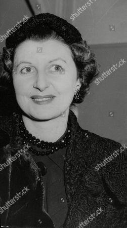 Doris Barry Former Windmill Girl And Sister Of Ballerina Alicia Markova. Box 708 101210161 A.jpg.