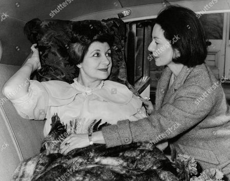 Doris Barry Former Windmill Girl Injured In Car Crash With Her Sister Mrs Victor Kempner On Leaving Hospital. Her Other Sister Is Ballerina Alicia Markova. Box 708 1012101636 A.jpg.