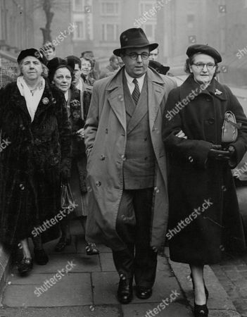 Charles John Basham A Telephonist Accused Of Using A Fraudulent Device While Purporting To Act As A Medium Leaves Court After His Case With His Mother (l) Mrs Ashman (r) And Members Of His 'circle'. Box 708 61210168 A.jpg.