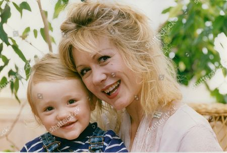 Hetty Baynes Actress With Her Son Rex Russell (17-months). His Father Is Film Maker Ken Russell. Box 710 1017101619 A.jpg.