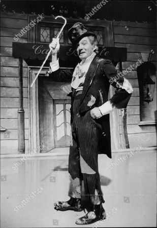 U.s. Actor Gene Barry Dressed As A Tramp As He Appears In The London Weekend Television Spectacular Starring Danny La Rue. Box 709 613101618 A.jpg.