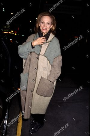 Valerie Harper Outside Her Play 'The Tale of the Allergist's Wife' Barrymore Theatre Nyc 10/28/01