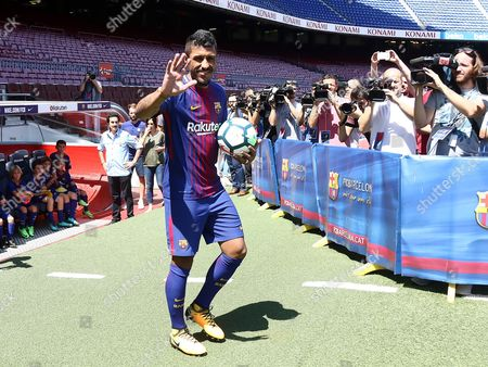 Jose Paulo Bezerra Paulinho greets the fans during his presentation as new FC Barcelona.