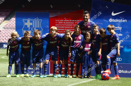 Jose Paulo Bezerra Paulinho with young players during his presentation as new FC Barcelona.
