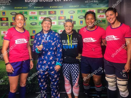 England vs USA. Match referee Joy Neville, Heineken coin toss winners Whitney and Kelly with USA captain Tiffany Faaee and England captain Sarah Hunter at the coin toss