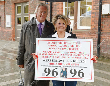 Jun 28 2017 - Warrington United Kingdom - Barrister Michael Mansfield and Louise Brooks at the Cps Announcement Over the Hillsborough Disaster at Parr Hall Warrington Cheshire Â