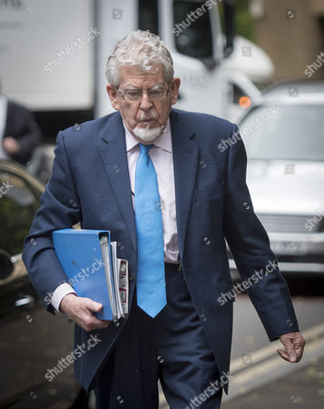 May 30 2017 - London England United Kingdom - Pic Shows Rolf Harris Leaving Southwark Crown Court After the Jury Failed to Reach A Verdict in His Latest Trial (credit Image: Â