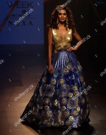 Bolywood actress Esha Gupta displays a creation by Amit Aggarwal during Lakme Fashion Week in Mumbai, India