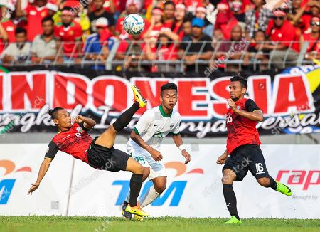 Osvaldo Ardiles Haay, Danilson Conceicao Araujo East Timor's Danilson Conceicao Araujo, left, battles for the ball with Indonesia's Osvaldo Ardiles Haay, center, during their soccer match at the South East Asian Games in Selayang, Malaysia on