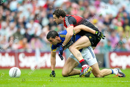 Kerry vs Mayo. Mayo's Tom Parsons with Diarmuid O'Connor of Kerry