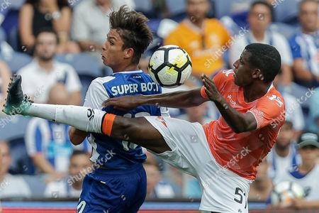 FC Porto's player Oliver Torres (L) fights for the ball against Moreirense's player Bruno Ramires (D) during their Portuguese First League soccer match between FC Porto and Moreirense, held at Dragao Stadium in Porto, Portugal, 20 August 2017.