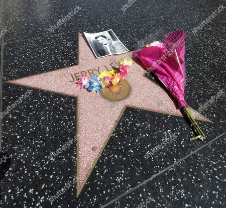 The star of US actor Jerry Lewis on the Hollywood Walk of Fame is adorn with flowers and a picture of him in Hollywood, California, USA, 20 August 2017.  US Entertainer and comedy legend Jerry Lewis has died at his home in Las Vegas, Nevada on 20 August 2017. He was 91. Lewis was best known for his work with Dean Martin and for raising money for muscular dystrophy research.